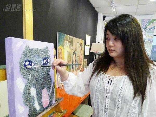 8.謝伊琪平常就在一樓的畫室教學作畫。