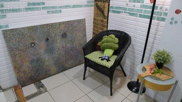 6.角落擺放著名人畫作,讓店內更有藝術氣息。