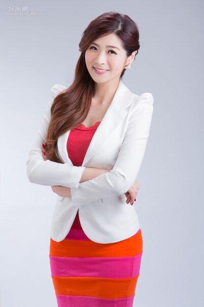 1.非凡主播朱芳君,外型亮麗專業。(朱芳君提供)