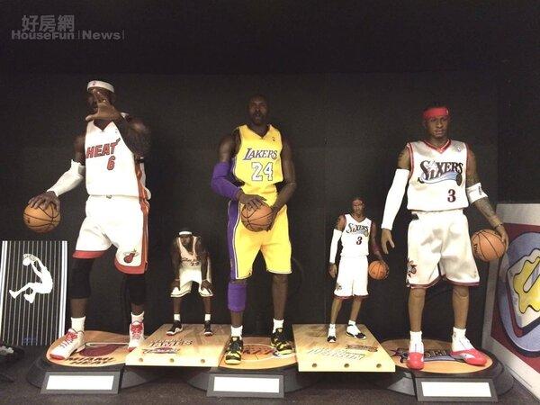 8.小皇帝James、小飛俠Kobe與戰神Iverson等人氣NBA球星洪元建也都有收藏。