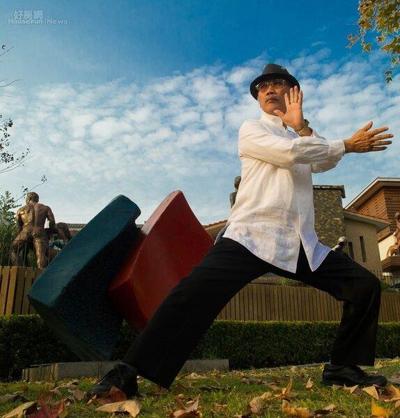 6.謝棟樑把太極拳之道和雕塑結合起來,激發不少創作靈感。