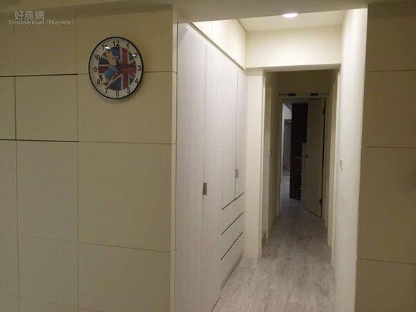 7.從客廳走向四個房間的通道。
