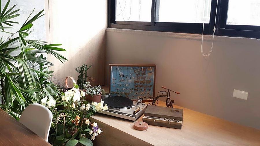 6.臨玻璃牆的角落巧思。