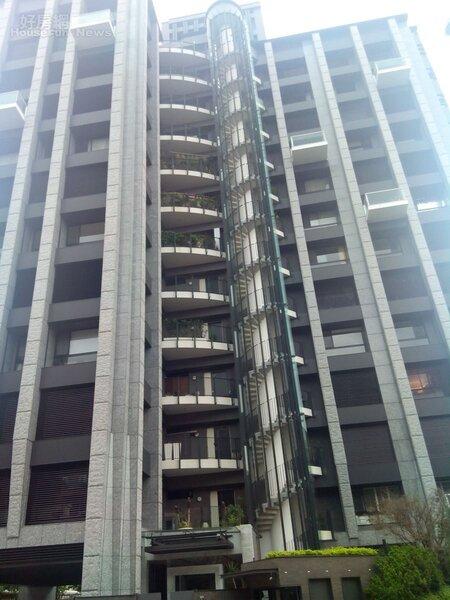 5.「璞園花見」是中山北路6段知名豪宅。