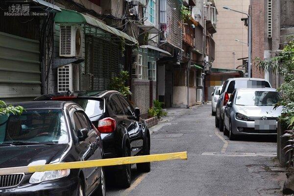 在台北要養一台車是個沉重的負擔,尤其是找停車位。(好房網News記者 陳韋帆/攝影)
