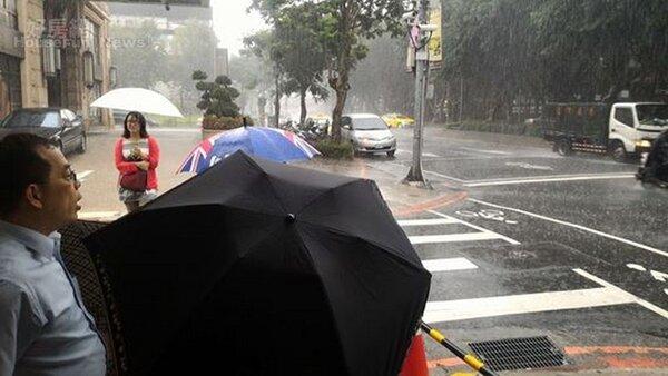 台北連日高溫,午後出現雷陣雨。(好房網News記者陳韋帆/攝影)