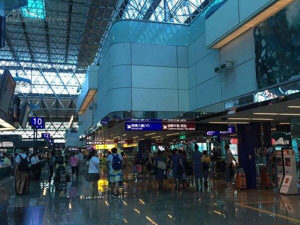 長榮、立榮、華航、華信及虎航等多家航空,昨已宣布今天取消及異動往來香港、澳門、華南地區的航班。(好房News林美欣攝影)