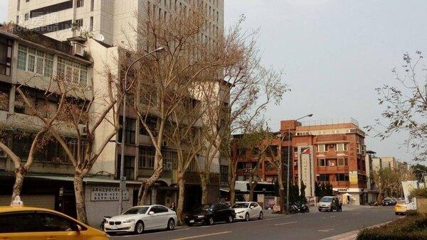 8.延壽街、三民路周邊有不少早期大樓。