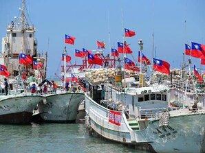 屏漁船最快明登太平島 菲船攔討物資