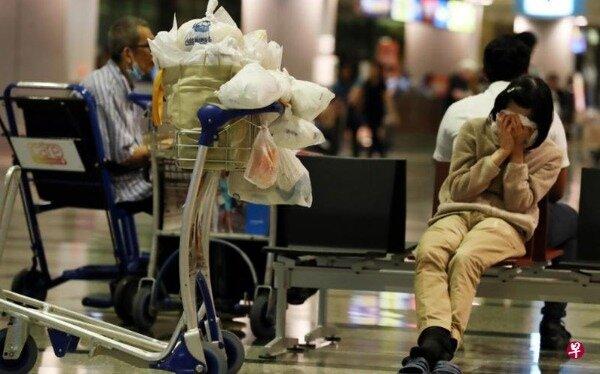 一名50多歲大媽居住在樟宜機場8年之久(圖/截取自新加坡聯合早報)