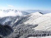 白雪夾帶雨水 合歡山上賞雪可能還要再等一等了