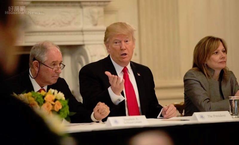 美國近日發生一連串事件,被指稱是「末世預演」,圖為美國總統川普。(截自Donald J. Trump臉書)