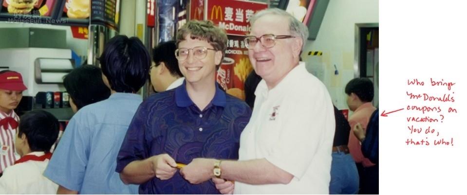比爾蓋茲與巴菲特在20年前在香港的合影 (圖截自BILL & ,MELINDA GATES foundation)