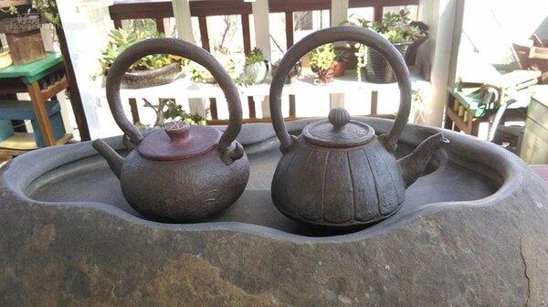 11、鄭麗月的陶瓷創作十分豐富,有仿鐵提樑壺、仿木頭陶壺、仿竹壺等。
