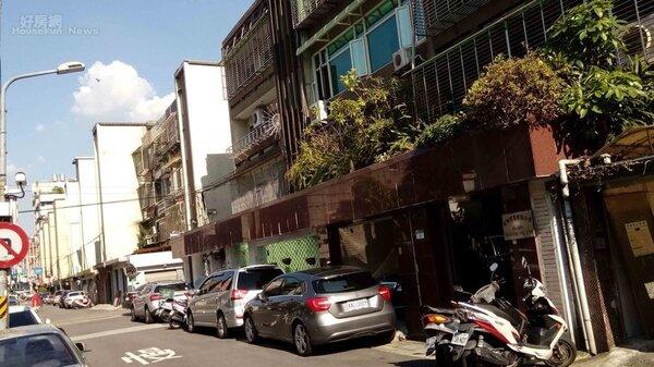 2.小巨蛋附近巷弄內有不少老舊公寓,謝向榮就愛上那裡的寧靜生活環境。