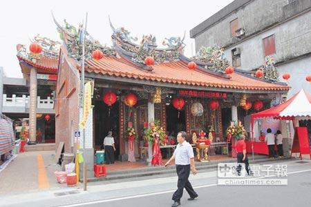 擁有190年歷史的永安宮媽祖廟,歷時10年在後方蓋新廟傳承信仰,將於17日登殿晉座啟用。(簡榮輝攝)