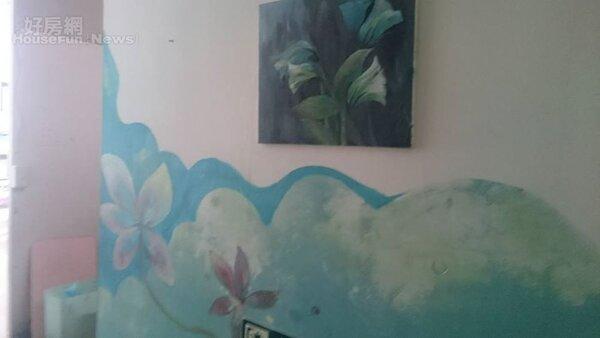 4.壁畫是劉梅玉家的一大特色。
