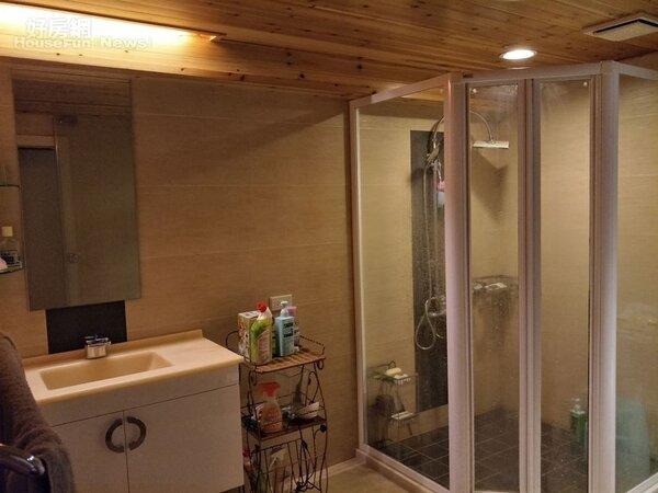 7.比一般房間還大的主臥浴室。