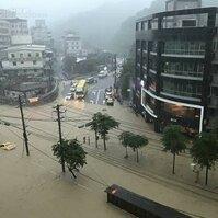 0602暴雨成災 馬路變河道