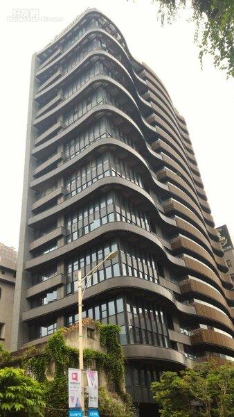 4.流線型建築,「台北1號院」躍升為中山區指標豪宅。