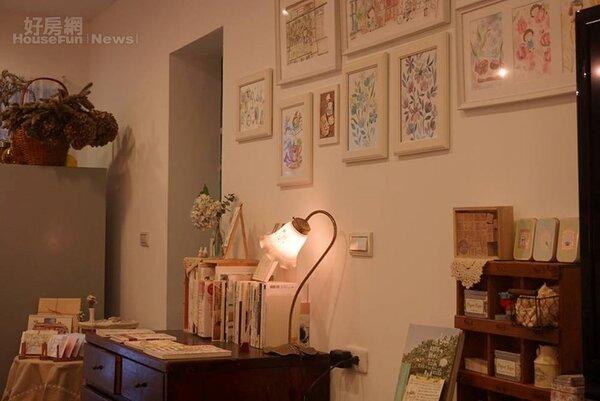 6.「畫」和「花」是她的空間主要元素。
