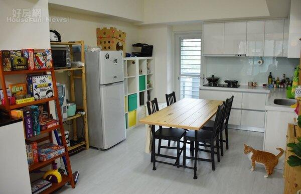 4.小巧的廚房與餐廳,方便簡單開伙。