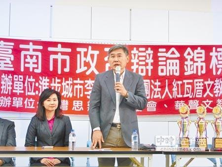下屆台南市長選舉民進黨黨內初選煙硝味濃,李俊毅辭去中央黨部副祕書長職務,投入黨內初選,18日在台南舉辦第一屆市政盃辯論賽。(曹婷婷攝)