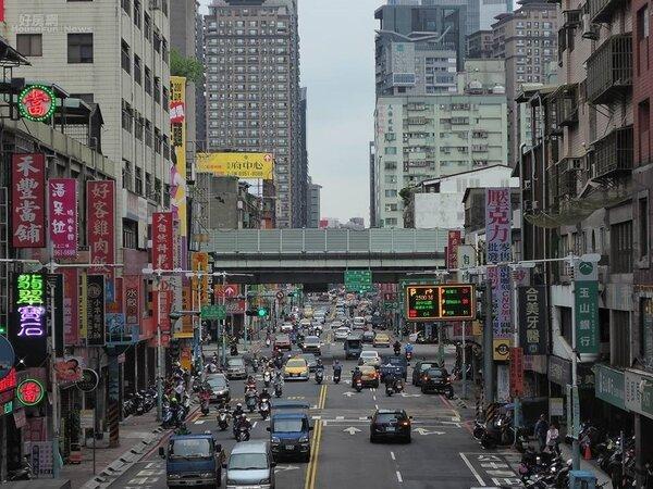 新北市板橋區街景。(好房網News記者陳韋帆攝)