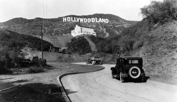 當年的好萊塢字樣為「HOLLYWOODLAND」(圖/美國電影公司網站)