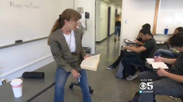美國聖荷西州一名教授租不起當地房子,只能以車為家。(圖/翻攝自美國CBS新聞台)