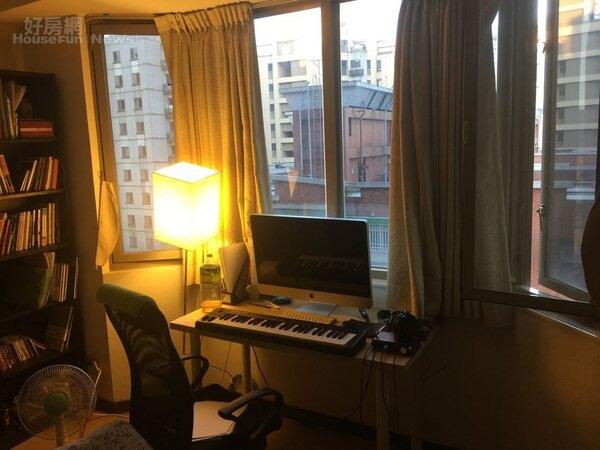 5.臥房的Keyboard接電腦的小工作區。