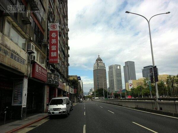 2.劉盈盈和家人投資的公寓位於君悅飯店對面,每個月以租金來抵扣房貸。