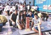 抗震盃冠軍…50根冰棒棍搭橋 可乘載96公斤