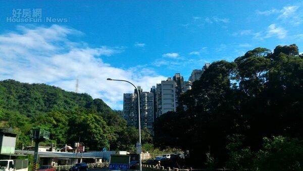 3. 南港公園面積高達17公頃。