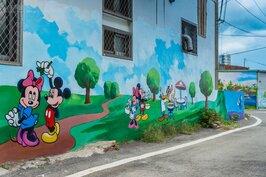 迪士尼的卡通人物也在坑口彩繪村出現。