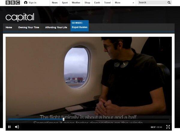 美國一名男子Curt月花台幣約7萬元,每天搭飛機通勤(圖/翻攝自BBC)