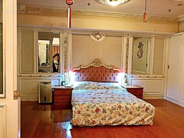 6.典雅和溫暖感兼具的臥房。