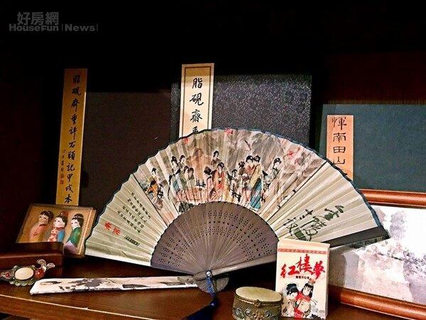 8.收藏許多中國古典小文物。