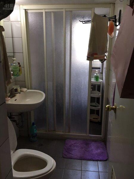 6.自認為是控制狂,若看到地板有水會拿拖把一直拖,因此才會選擇乾濕分離的套房。