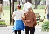 人口老化愈來愈嚴重 台灣老人比小孩多8萬人