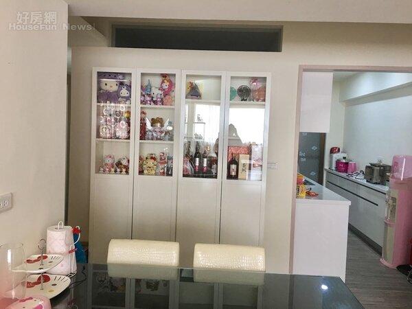 4.餐廳為營造明亮環境,採用白色系列家具。
