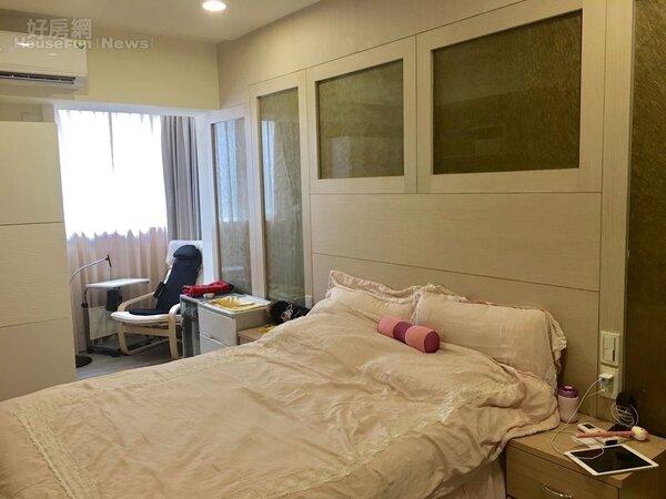7.粉色系枕套、床包,讓人看了就想立刻上床睡覺。