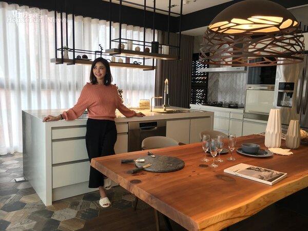 3.重新設計過的廚房讓芳瑜大展廚藝。