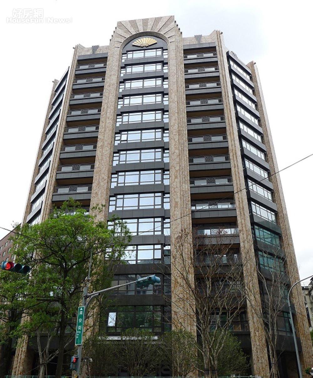 6. 指標豪宅「文華苑」位在北慶城。