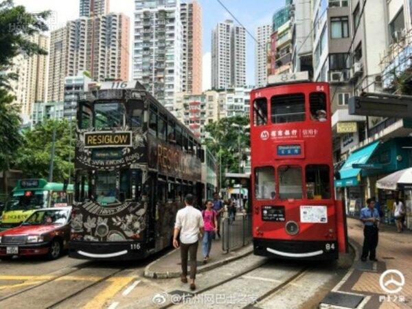 6.跑馬地一帶仍保留早期香港電車大眾運輸功能。(翻攝自杭州網巴士之家微博)
