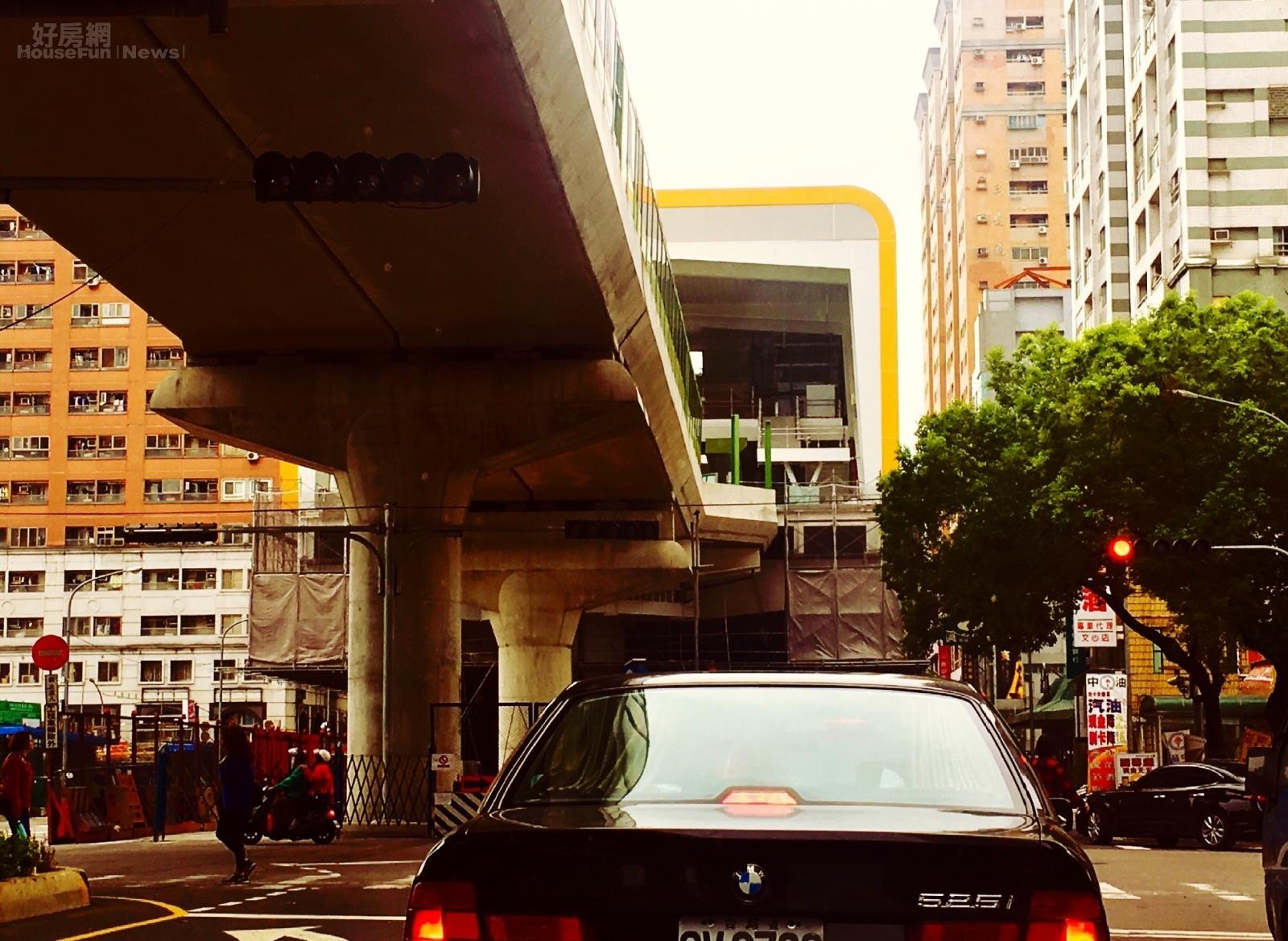 台中捷運綠線加緊趕工當中。圖為G5四維國小站站體。(好房網News記者楊欽亮 / 攝)