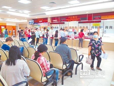 成大醫院宣布從7月1日起周六全面停止門診,成為國內目前唯一周六完全不看診的醫學中心。(洪榮志攝)
