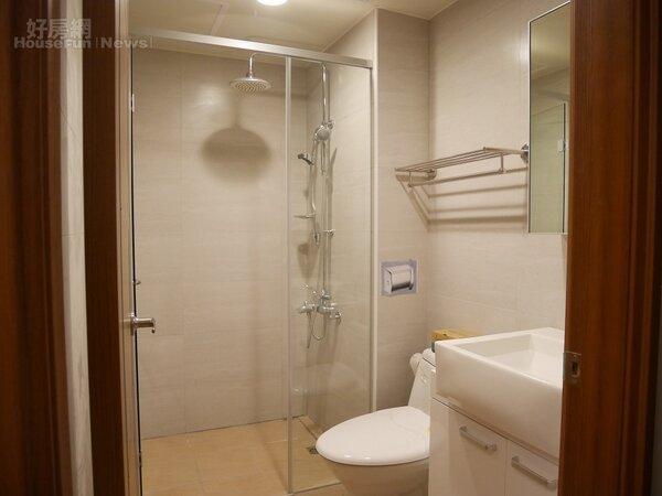 南港東明公宅衛浴設備皆採乾濕分離(好房網News記者蔡孟穎/攝影)