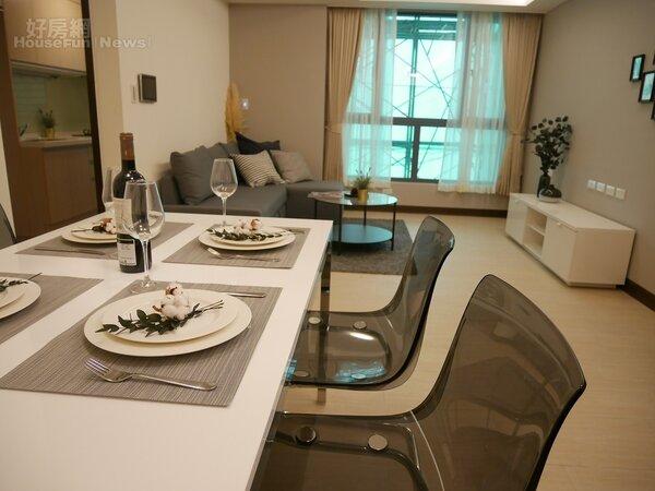 南港東明公宅二房型客廳餐廳(好房網News記者蔡孟穎/攝影)