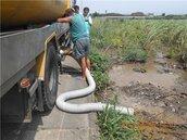 水肥車路邊肆意排放水肥 環保局當場活逮送辦